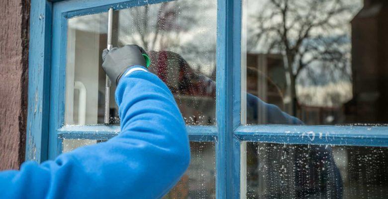 Чем лучше помыть пластиковое окно? фотография